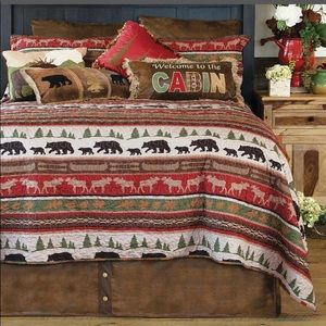Mountain Wildlife & Lodge Quilt with Bag - Queen